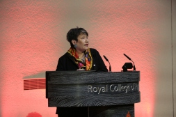 Dr Ros Taylor